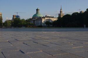 Plac Piłsudskiego w rozsypce. Czekają, aż defilada się potknie?