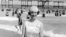 Kobieta na plaży, 1927.