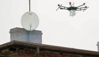 """Dron, który """"wącha"""" kominy. Walka ze smogiem trwa"""