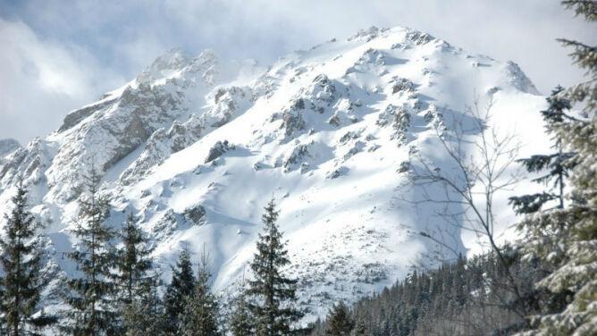 Lodowaty deszcz ze śniegiem i zagrożenie lawinowe. Prognoza ostrzeżeń