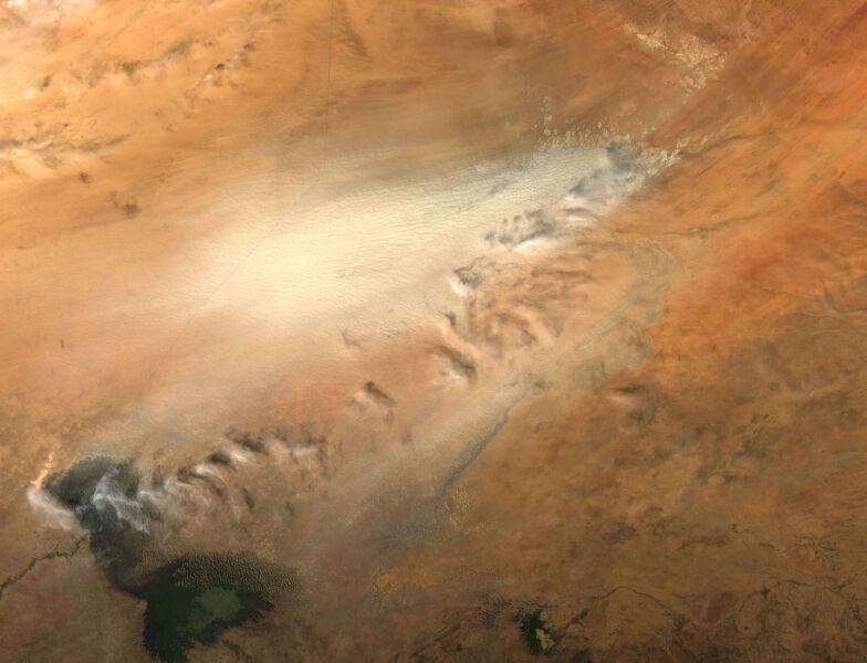 Burza pyłowa nad kotliną Bodele (fot. NASA)